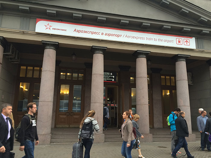 Вход в здание Киевского вокзала к аэроэкспрессам