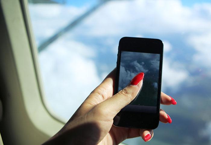 Почему в самолете нельзя пользоваться телефоном