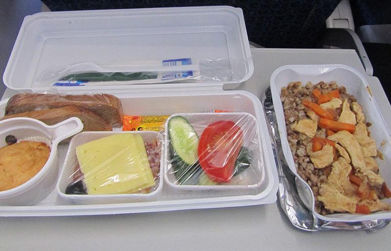 Питание на борту Ямальских авиалиний