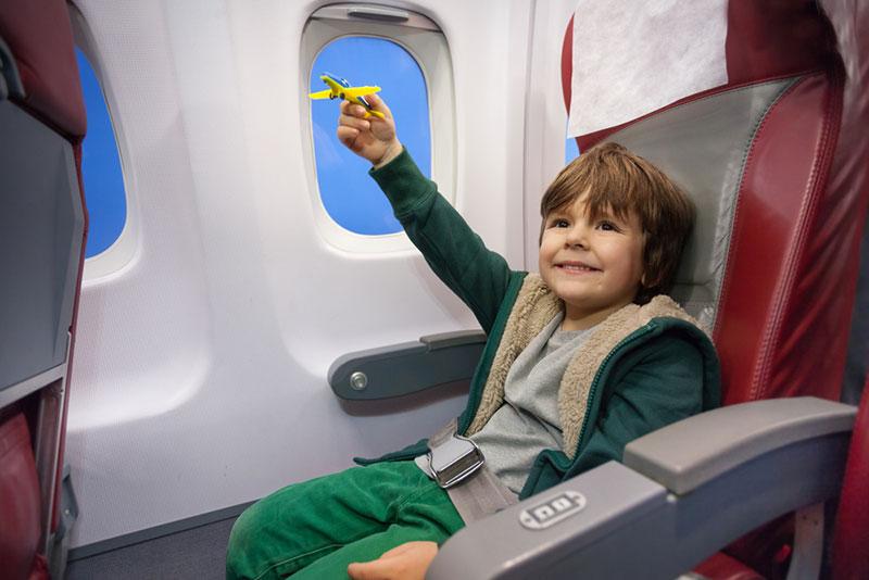 С какого возраста дети могут сами летать