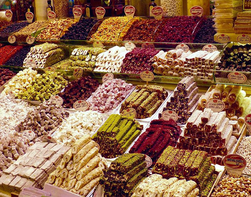 Сладости на базаре в Турции